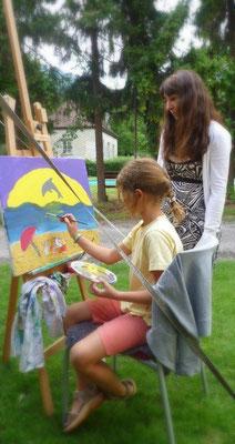 Kindergeburtstage-im-Atelier-Malkurse-Kunstkurse-Kunsttherapie-Maltherapie-Selbstbewußtsein-fördern-malen-an-der-Staffelei-Marion-Haas-Künstlerin-Dozentin-fuer-Kunst-Kunststudium-