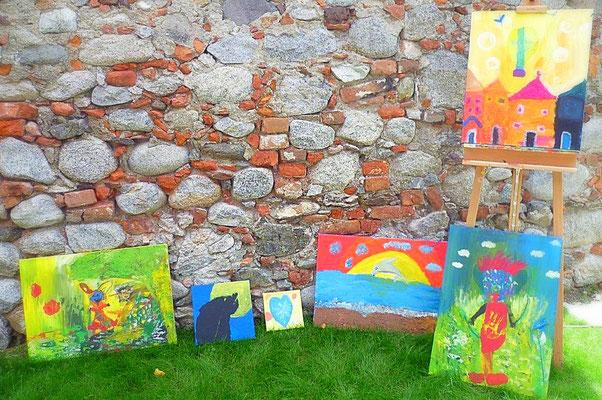 Malen-Kreativ-sein-im-Atelier-Marion-Haas-Kunsttherapie-Coaching-Maltherapie-defizite-aufarbeiten-durch-Farbe-
