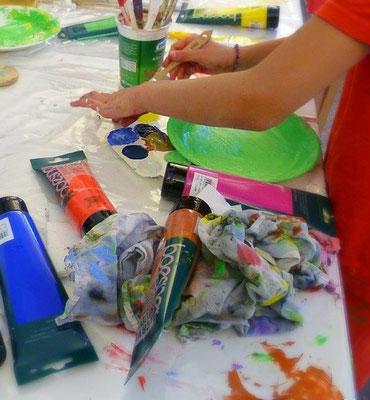 Farbenfrohe-Acrylbilder-Kunststudium-Maltherapie-Kunststherapie-Marion-Haas-Atelier-Kinder-stärkrn-durch-malen-Feinmotorik-zur-ruhe-kommen-durch-Kreativität-