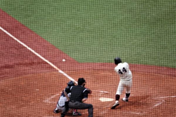 一塁手・中川の貴重な犠打