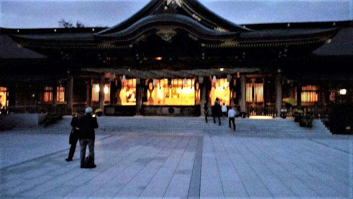 会場の寒川神社(本殿)