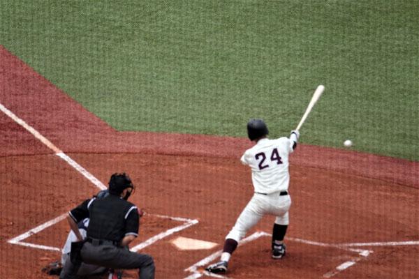 大活躍した外野手・瀧澤の安打