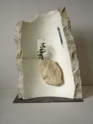 Giardino pensile - 2011 - Marmo  statuario, foglia d'argento e pianta grassa
