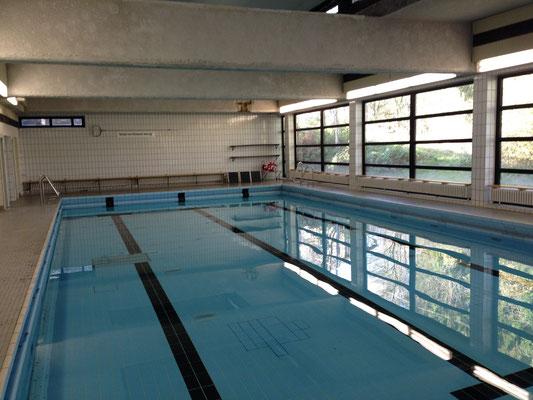 Die schuleigene Schwimmhalle
