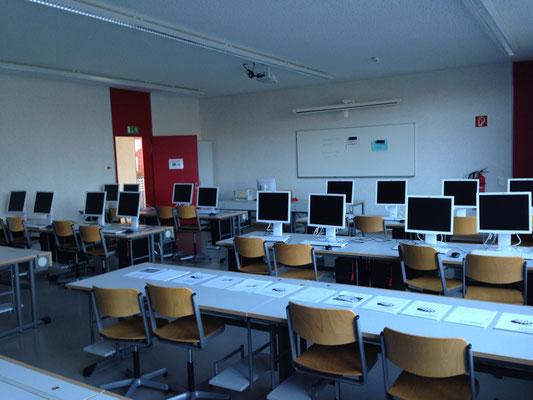Der vor kurzem völlig neu ausgestattete PC-Raum
