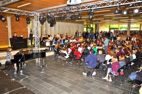 Instrumente und Zubehör für die Musikgruppen und die Streicherklasse - Traverse für die Bühnentechnik