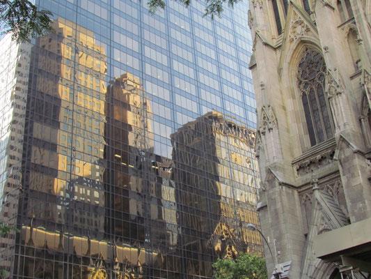 Spiegelung der St. Patrick's Cathedral
