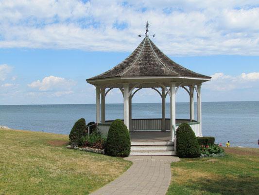 Pavillon im Uferpark