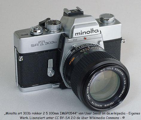 Minolta SRT 303b mit diversen Wechselobjektiven. Meine beste Analoge Kamera überhaupt. Mir ist mal beim Klettern aus knapp 10 m Höhe das 50er Objektiv runtergefallen. Nix passiert, nur ein bisschen Dreck vom Waldboden an den Deckeln.