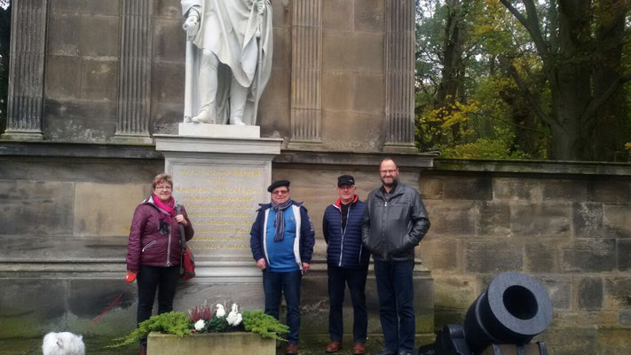 Besuch des Gneisenau-Denkmals in Sommerschenburg anlässlich des Vortrages über Gneisenau und die Schildbürger von Thomas Heller