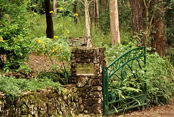 Avatar's Abode - Meher Road entrance