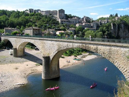 Balazuc - Ardèche - Le pont et le village