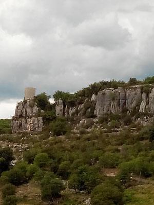 Balazuc - Ardèche - La tour reine Jeanne, la sentinelle