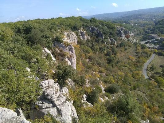Balazuc - Ardèche - Les Falaises côté  Tour