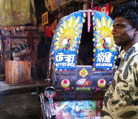 In einer Rikscha-Werkstatt in Dhaka