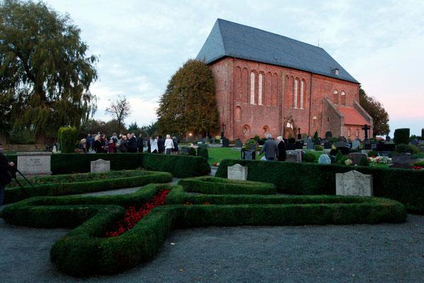Der Gedenkort am Friedhof Engerhafe 2014
