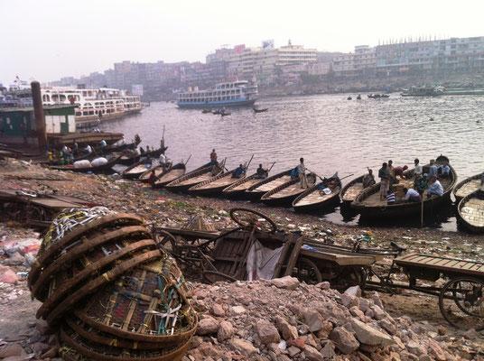 Am Hafen Sadarghat am Fluss Buriganga, Altstadt Dhaka