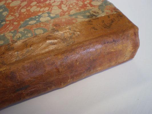 Restauration d'un cuir au papier japonais.