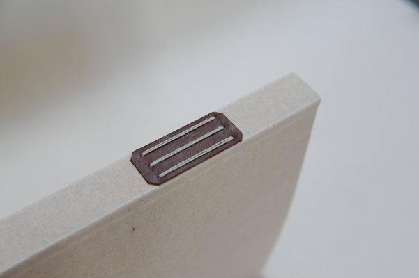 Reliure de conservation en papier fait main.