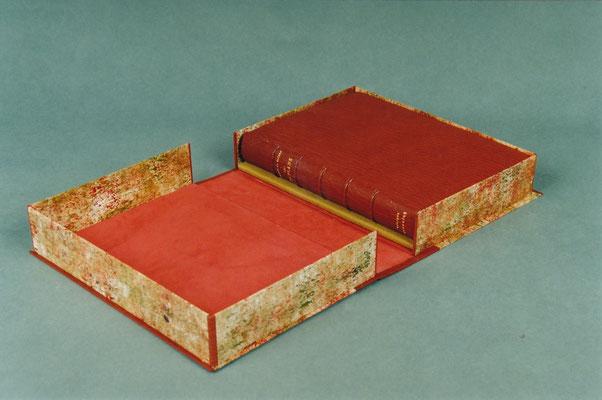 Plein maroquin dans boîte en cuir et papier.