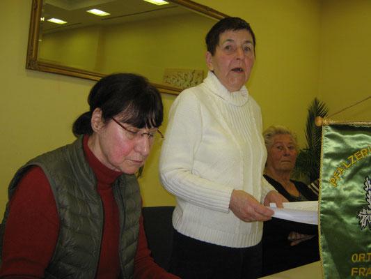 Roswitha Campbell leitete die Vorstandswahlen, Edith Hanusch (links) führte Protokoll