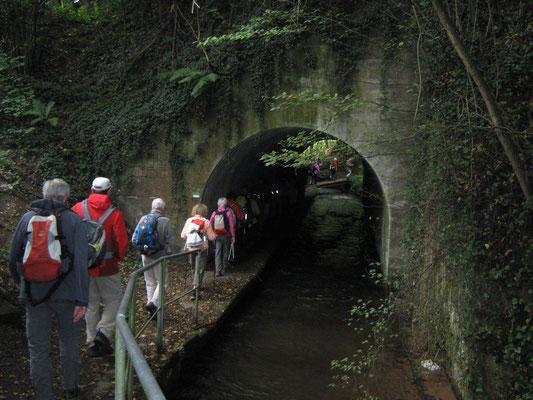 Abenteuer gleich nach dem Start: neben dem Hochspeyerbach ging es durch den Eisenbahntunnerl