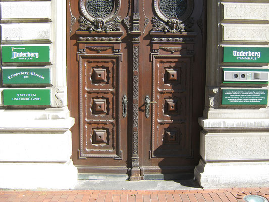 Das Eingangsportal zum Underberg-Stammhaus