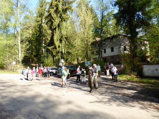 Am Ausgangs- und Endpunkt der Wanderung, der Edenkobener PWV-Hütte am Hüttenbrunnen