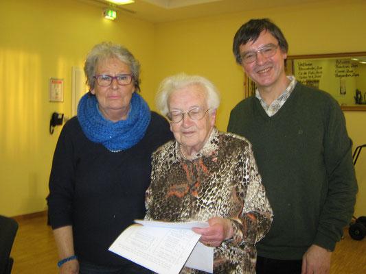 Gabriele Wenderoth (2. Vorsitzende), Ilse Steinhäußer (1. Vorsitzende), Joachim Storck (Wanderwart)