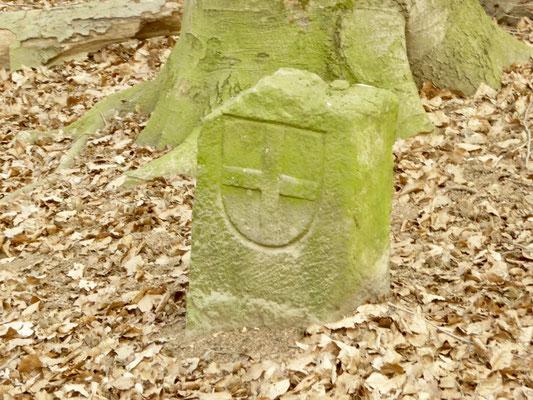 Ein Grenzstein am Schäfersteinpfad