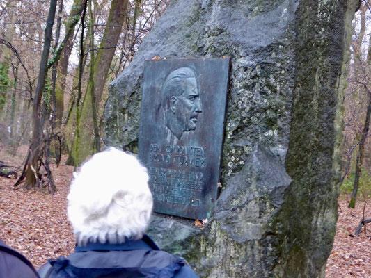 Noch ein kurzer Stopp am Gedenkstein für den vor 60 Jahren in Bad Homburg verstorbenen Komponisten von Chormusik, Bruno Stürmer