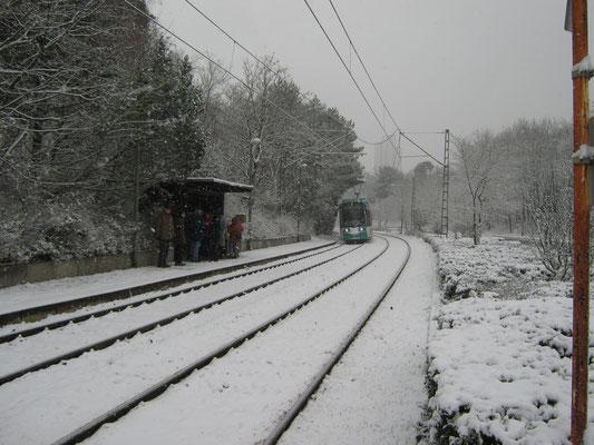 Die Linie 12 fährt an der Kiesschneise ein, von wo wir starteten.