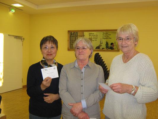 V. l. Insook Richter, Hannelore Schüle und Renate Köstler erhielten die 6. Jahresauszeichnung