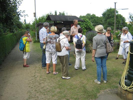 Am Eingang der Kleingartenanlage Buchwald erfahren wir einiges über das heutige Kleingartenwesen.