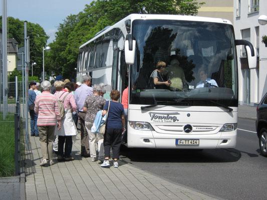 Unser Bus mit Fahrer Sebastian Pop