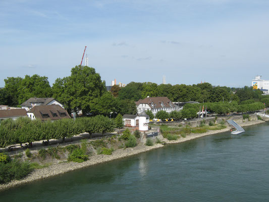 Blick von der Brücke auf Kolb's Biergarten, ältestes Lokal in Worms