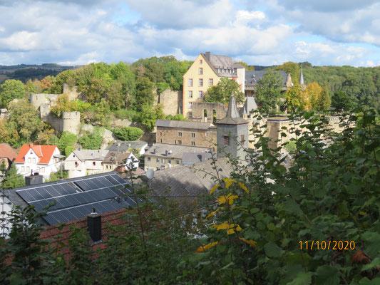 Rückblick auf Schloss Dhaun vom gleichnamigen Dorf aus