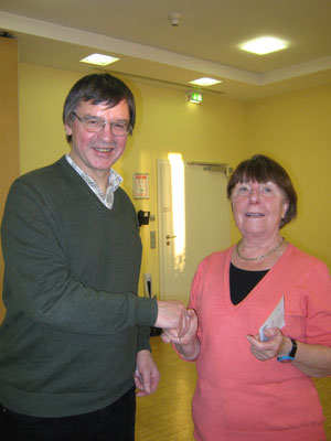 Christa Winter erhielt die Auszeichnung zum 15. mal von Wanderwart Joachim Storck