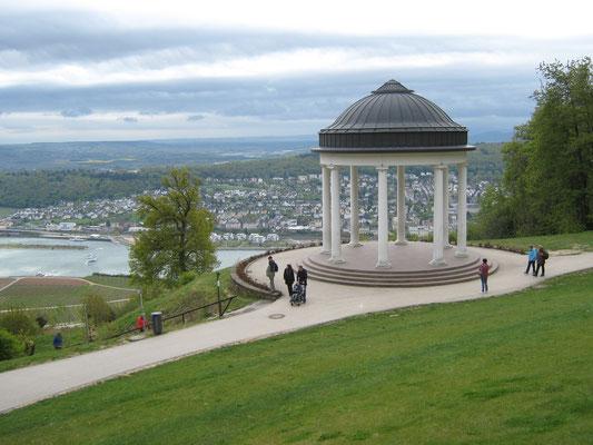 der Niederwaldtempel im Ostein'schen Park am Niederwalddenkmal