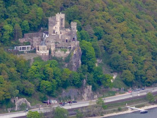 Schloss Rheinstein auf der linken Rheinseite