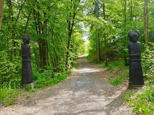 weitere Skulpturen bei der Keltensiedlung