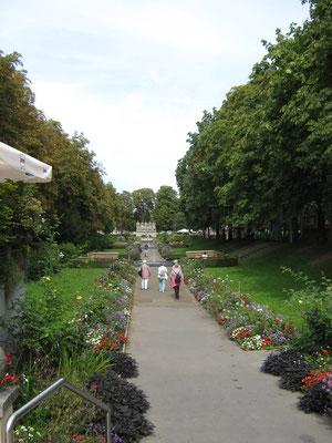 Blick vom Lutherdenkmal zum 118er-Denkmal, das an ein nassauisches Infanterieregiment erinnert