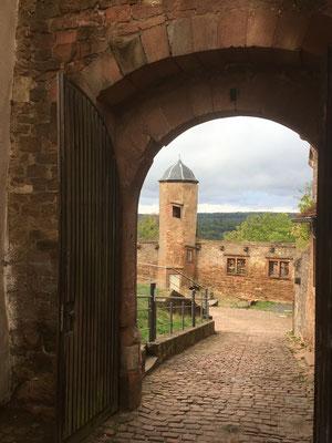 Durchblick durch das Burgtor