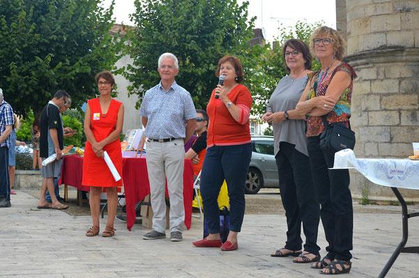Inauguration en présence de Nathalie Lanzi - conseillère régionale, Dominique Pougnard - conseillère départementale, Gérard Laborderie - maire de Magné, Martine Brouard - adjointe à la culture Magné et Danielle Bonneau - présidente de l'association L & D