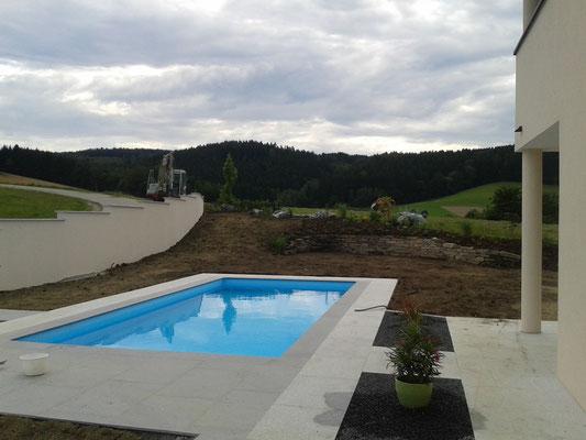 Fertigstellung Pool und Pflanzarbeiten