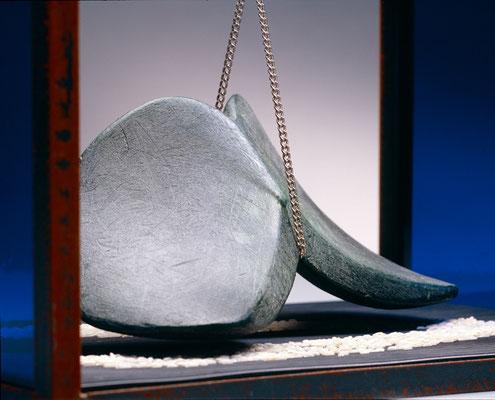 Modulo 6  das sich einen Flügel baut  2008, 26 x 38 x 21 cm,  ferro, cera, ebanite