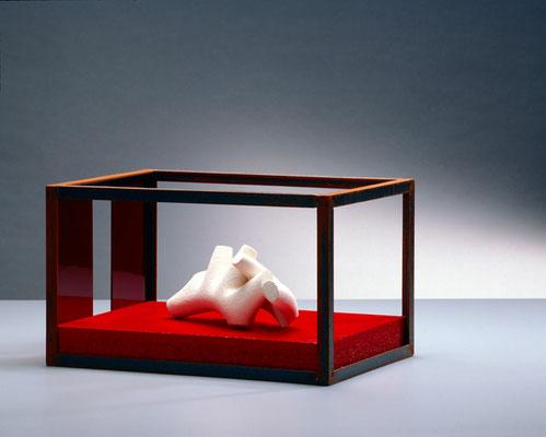 Modulo 2  das den Frieden liebt  2006, 26 x 38 x 21 cm,  ferro, creta, vetro, legno dipinto