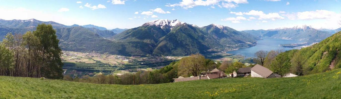 Panoramica sul Lago Maggiore e il Piano di Magadino dai Monti della Gana