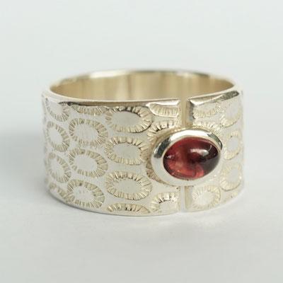 Ciselée oval strié/Tourmaline rose cabochon oval