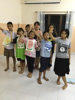 Die Gruppe der älteren Kinder lernen gemeinsam.